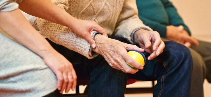 HVG: Újabb költséget varrhatnak az önkéntes nyugdíjpénztári tagok nyakába
